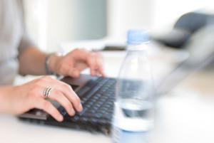 writing-on-laptop-1153506-639x427